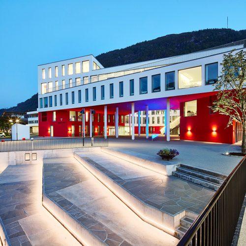 Escaleras Førde Radhus Noruega