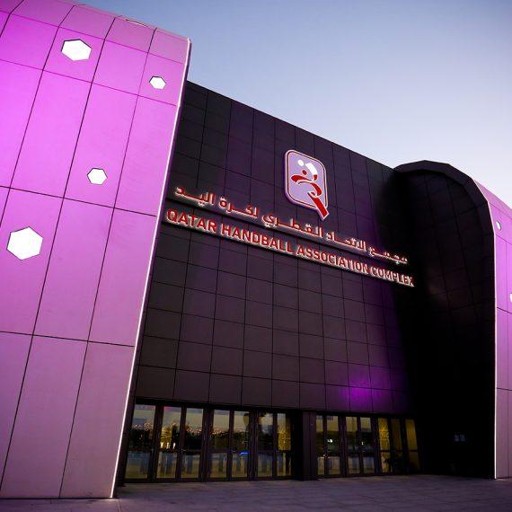 Qatar handball complex iluminación rosa