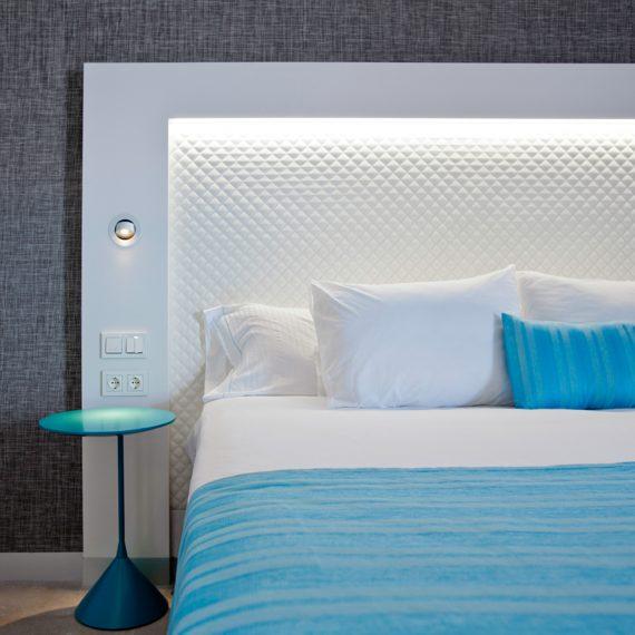 Hotel Suitopia Alicante cama